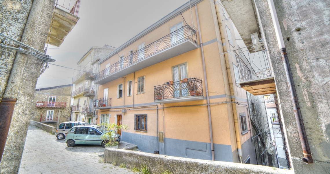 Via Sna Pantheon, quartiere San Basilio